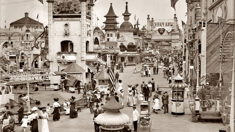 Visitors to Coney Island's Luna Park, ca.1910-1915. Via Library of Congress (LC-B2- 2240-13).