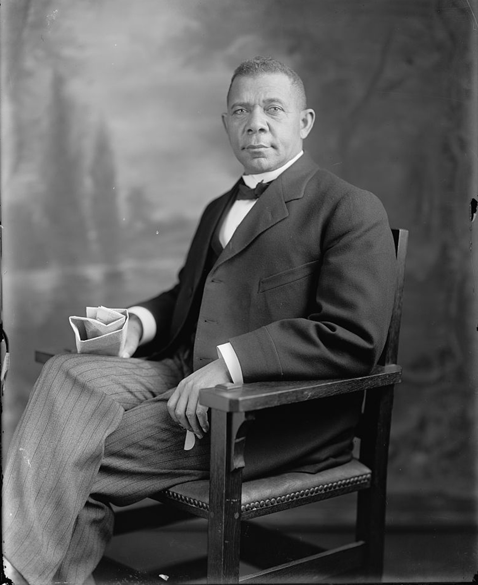a comparison of important african american spokespersons booker t washington and web dubois Booker t washington vs web du bois  in five pages this paper contrasts these differing views on reconstruction by these important african american icons six .