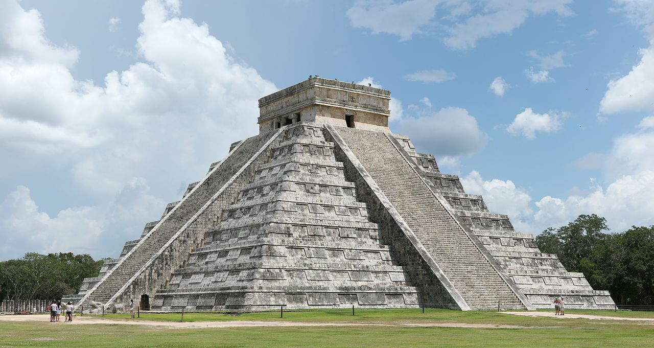 El Castillo (pyramidd of Kukulcán) in Chichén Itzá, photograph by Daniel Schwen, via Wikimedia Commons