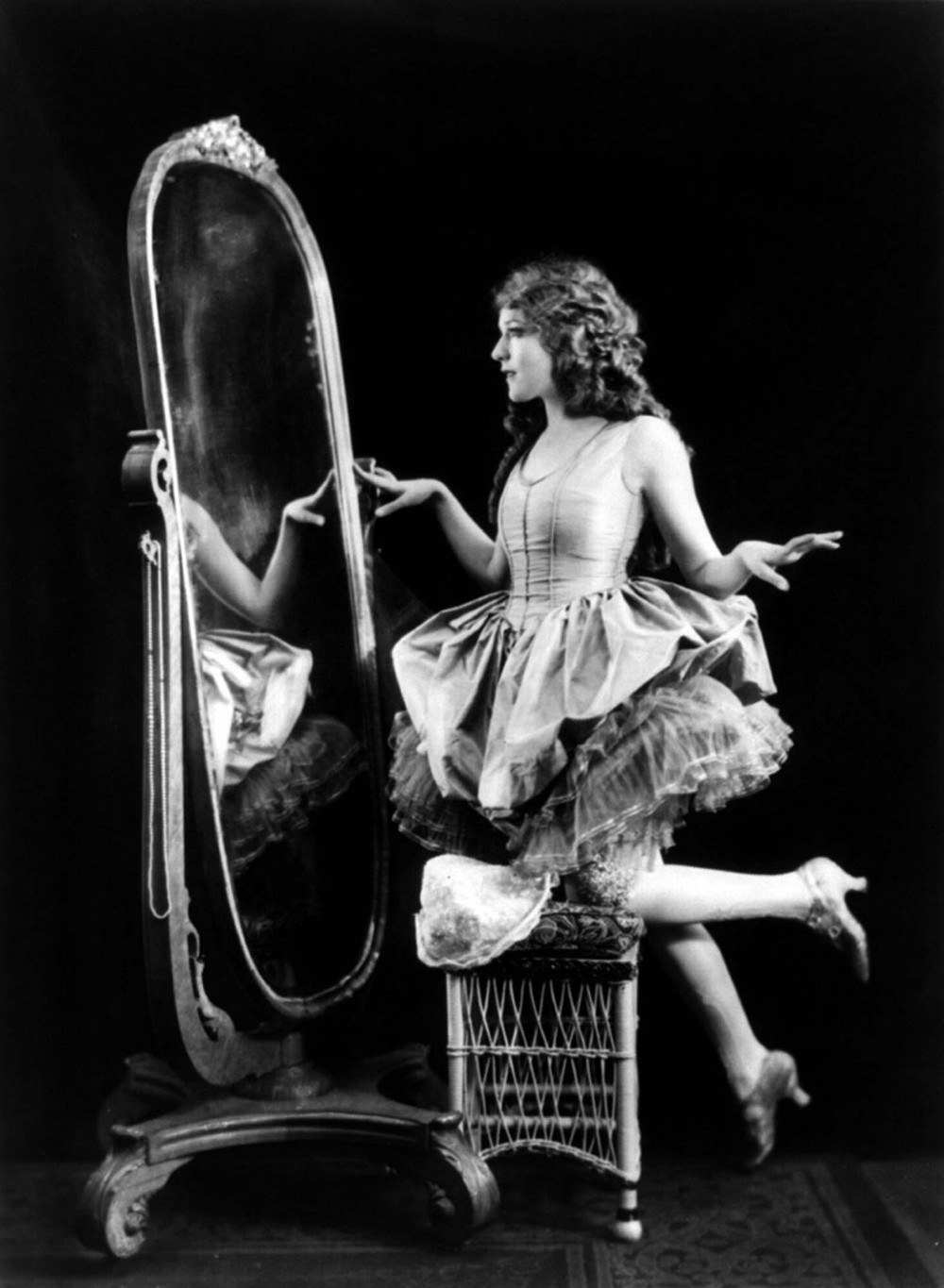 Mary Pickford's film personas led the glamorous and lavish lifestyle that female movie-goers of the 1920s desired so much. Mary Pickford, 1920. Library of Congress, http://www.loc.gov/pictures/item/2003666664.