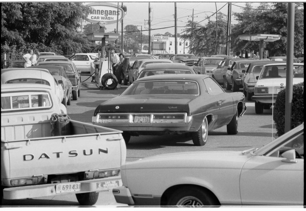 Photograph of cars in long lines waiting to buy gas.