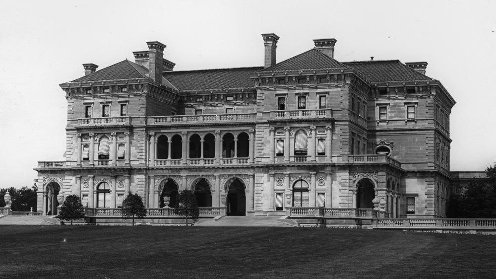 The Breakers, Vanderbilt residence, Newport, R.I., ca.1904. Library of Congress, LC-D4-16955.