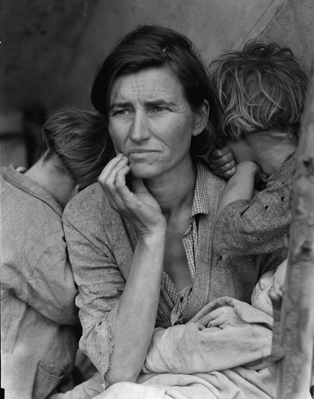 "This iconic photograph made real the suffering of millions during the Great Depression. Dorothea Lange, ""Destitute pea pickers in California. Mother of seven children. Age thirty-two. Nipomo, California"" or ""Migrant Mother,"" February/March 1936. Library of Congress, http://www.loc.gov/pictures/item/fsa1998021539/PP/."
